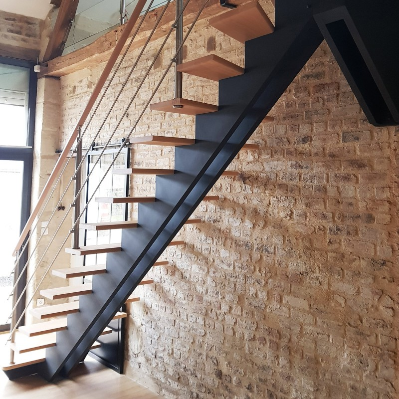 Double wooden central stringer stair